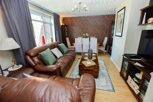 Whitchurch Road, Harold Hill, Essex, RM3 9EU