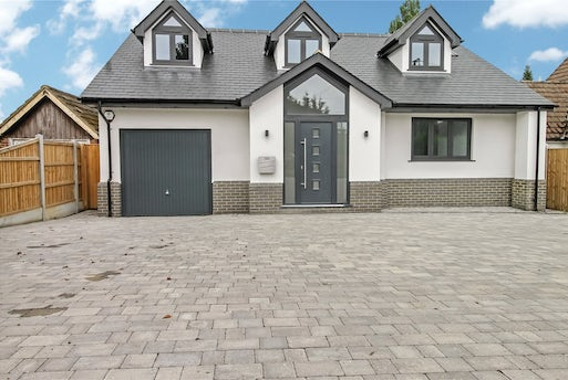 Rayleigh Road, Hutton, CM13